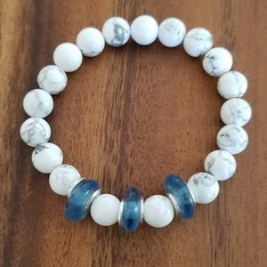Howlite/Blue rondele recycled glass beads bracelet